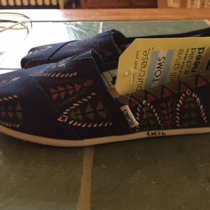Toms Haiti hand painted shoes 7.5